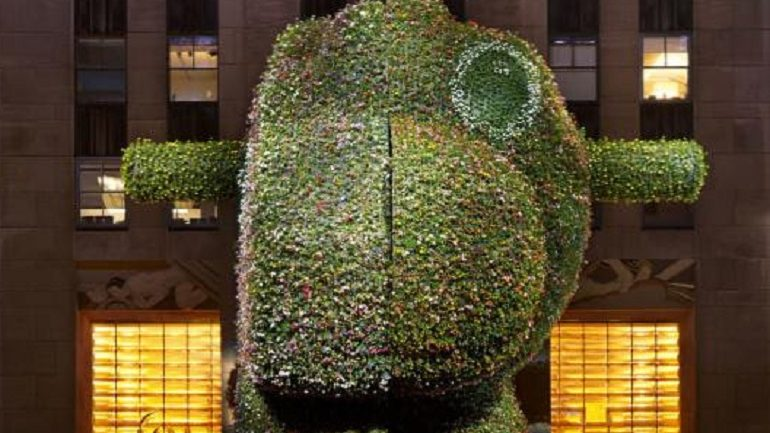 Jeff Koons 'Split-Rocker' Display at Rockefeller Center Extended