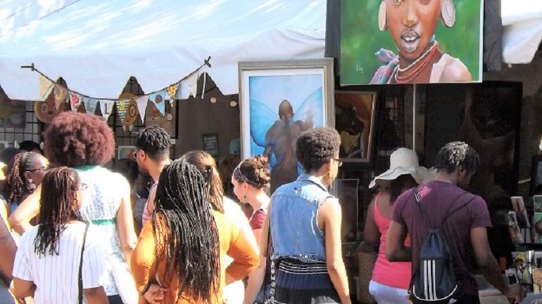 10 Proven Ways to Get Your Art Noticed in the Crowded Art Space